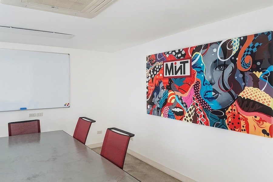 mint worklounge thonglor office room