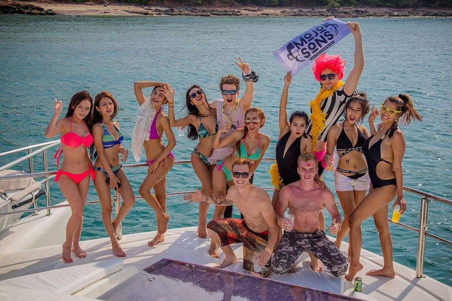 mojosons bachelor yacht party pattaya