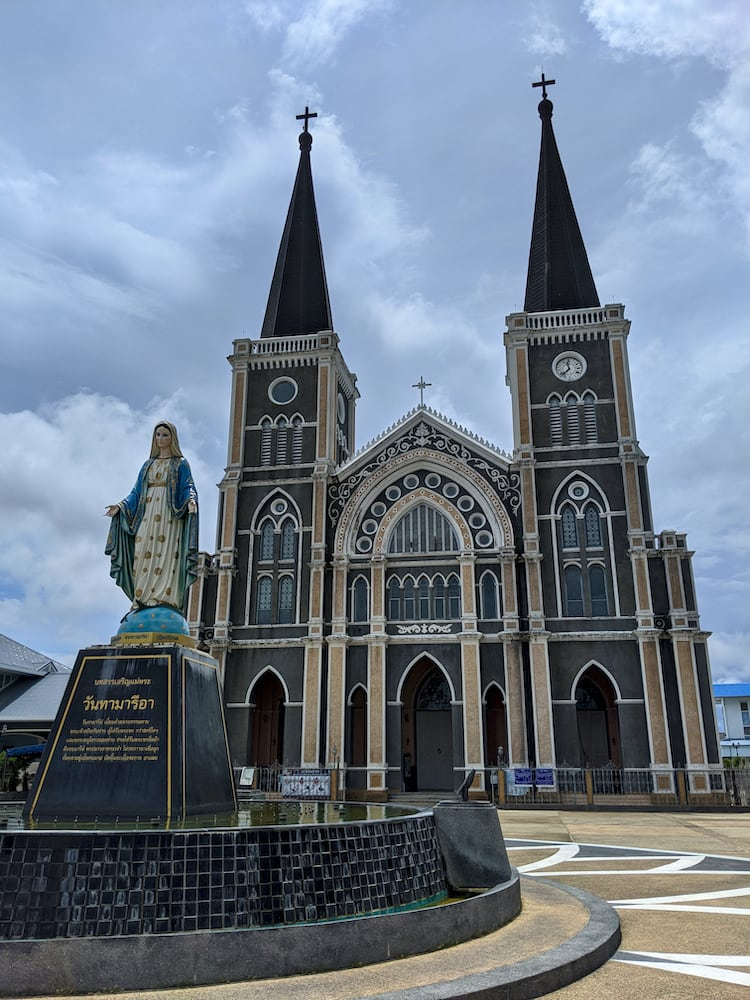 church_chantaboon_waterfront_chanthaburi